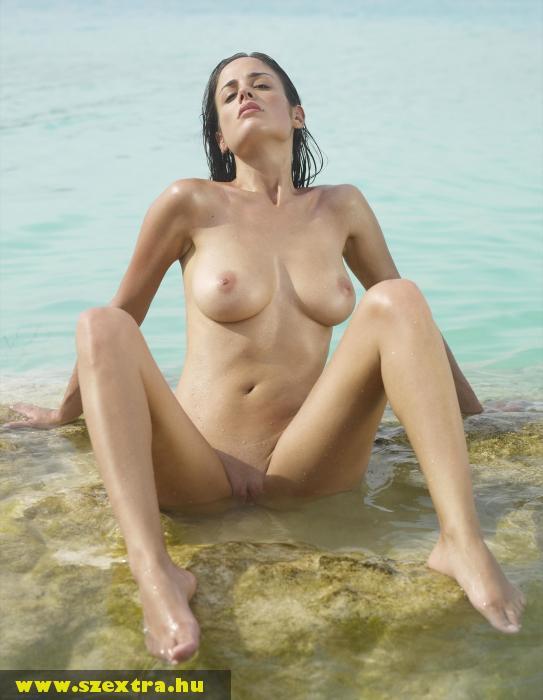 Pina a tengerben