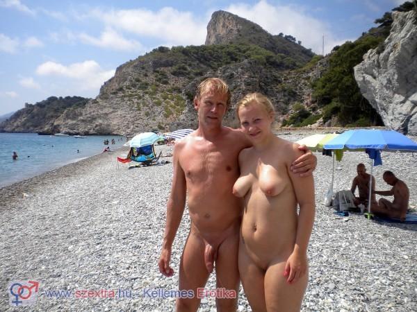 Öreg műszer a nudista strandon